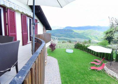 Melanies Guesthouse - Blick vom Panoramabalkon auf Kaltern Südtirol