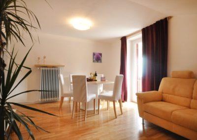 Melanies Guesthouse - Blick ins Wohn-/Esszimmer