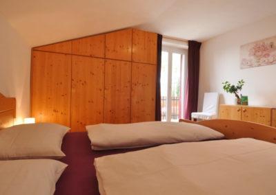 Melanies Guesthouse - großes Schlafzimmer mit Doppelbett