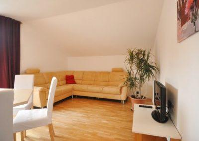 Melanies Guesthouse, Kaltern, Südtirol, Wohnzimmer mit großer Schlafcouch